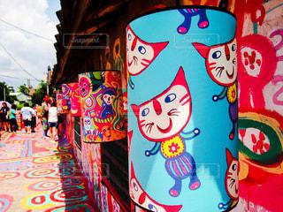 台中の彩虹眷村。カラフルでポップな絵が印象的な町の写真・画像素材[927594]
