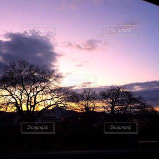 夕焼けに染まる空の写真・画像素材[955815]