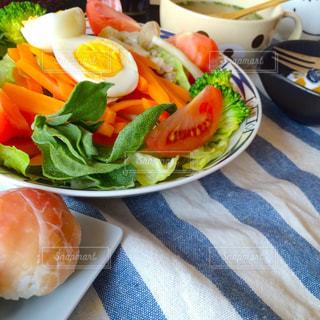 山盛り野菜朝ごはんの写真・画像素材[1147046]