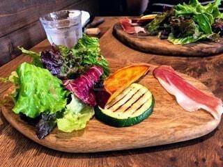 食べ物,テーブル,野菜,サラダ,食品,料理,木目,食材,ズッキーニ,フレッシュ,ベジタブル