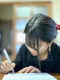 リビング 勉強 女子 女の写真・画像素材[1702956]