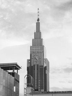 街にそびえる大きな時計塔 - No.814842