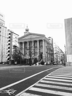 街の通りの黒と白の写真 - No.815066