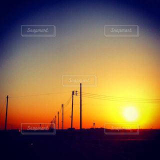 街に沈む夕日の写真・画像素材[968800]