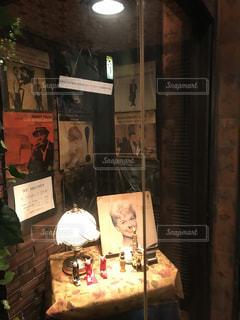 鏡の前でサインの写真・画像素材[775592]