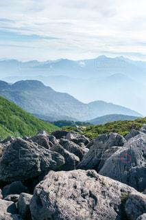 岩が多い山のビューの写真・画像素材[1404505]