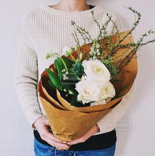 花,フラワーアレンジメント,バラ,ブーケ,フラワーアレンジ,bouquet,ユーカリ,ラナンキュラス,レースフラワー