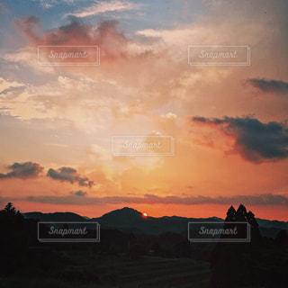 空には雲のグループの写真・画像素材[1286057]