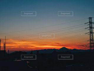 街に沈む夕日の写真・画像素材[1286063]