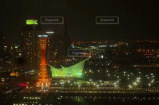 夜の街の景色の写真・画像素材[1213646]