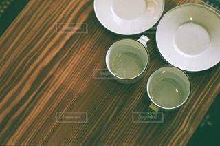 テーブルの上のコーヒー カップの写真・画像素材[1872338]