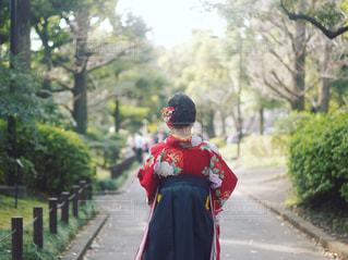 通りを歩いている人の写真・画像素材[1873709]