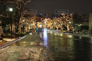 夜の街の景色の写真・画像素材[913465]