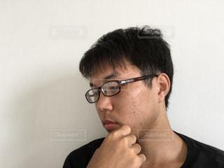 メガネをかけている自分の写真・画像素材[1351313]