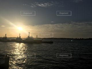 門司港から見た夕陽の写真・画像素材[773257]