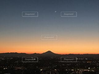 富士山と月の写真・画像素材[780211]