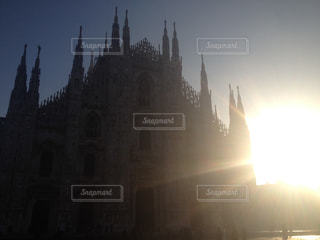 空,海外,太陽,朝日,光,朝焼け,イタリア,ミラノ,ドゥオモ