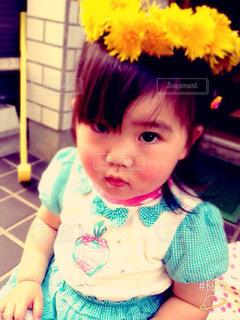 女の子の赤ん坊を保持の写真・画像素材[899291]