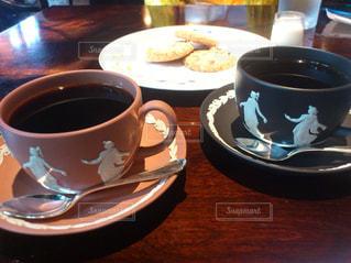 テーブルの上のコーヒー カップの写真・画像素材[930623]
