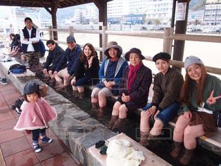 テーブルに座っている人々 のグループの写真・画像素材[720482]