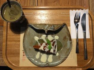 木製のテーブル ナイフとフォーク プレートの写真・画像素材[761384]