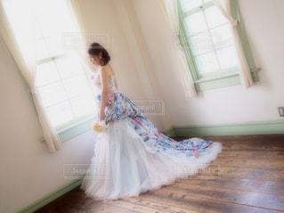 部屋に立っている女の子の写真・画像素材[788415]