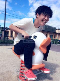 スケート ボードに乗って少年 - No.826444