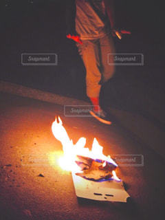 夏,夜,足,花火,光,暗闇,思い出,煌めき,火遊び