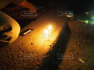 夏,夜,花火,手,ライト,光,ろうそく,暗闇,ライター,思い出,準備,手持ち花火,ロウソク,煌めき,火遊び