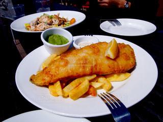 テラス,イギリス,おいしい,いただきます,テラス席,シーザーサラダ,イギリス料理,フィッシュ&チップス