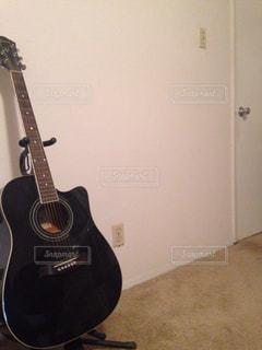 インテリア,白,部屋,ギター,シンプル,アコースティック