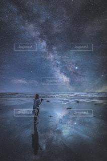 女性,風景,夜景,星空,後ろ姿,星,合成,リフレクション,天の川,milkyway