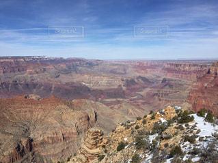 背景の山と渓谷の写真・画像素材[1002008]