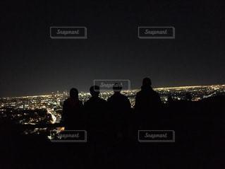 観衆の前で立っている人のグループの写真・画像素材[1002878]