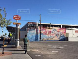 道の端にサインの写真・画像素材[1002909]