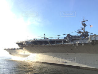 水の中の大型船の写真・画像素材[1002918]