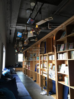 本棚の部屋の写真・画像素材[1247895]