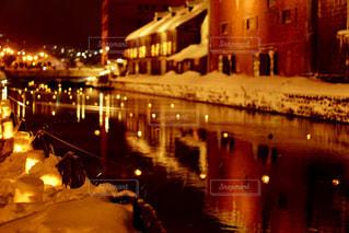 雪灯りの路の写真・画像素材[1732165]