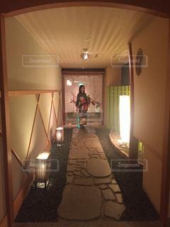 大きな鏡付きの部屋 - No.753432