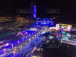 街の通りは夜のトラフィックでいっぱいの写真・画像素材[857261]