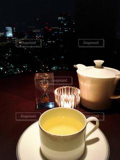 テーブルの上のコーヒー カップの写真・画像素材[927701]