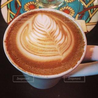 テーブルの上のコーヒー カップの写真・画像素材[927703]