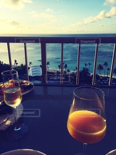 ハワイ,海を見ながら