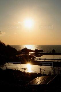 弁天岩に沈む夕日の写真・画像素材[962481]