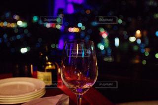 テーブル ワインのグラスの写真・画像素材[963170]