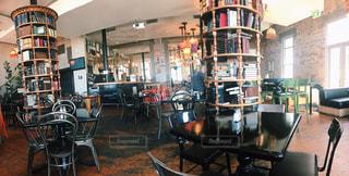 カフェ,インテリア,木,本,椅子,テーブル,本棚
