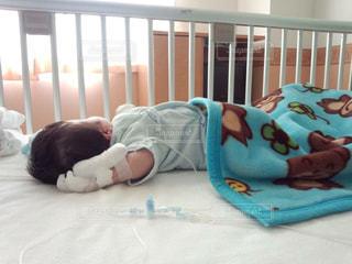 子供,赤ちゃん,お昼寝,病院,入院,点滴,医療,検査,ベット,生後2ヶ月