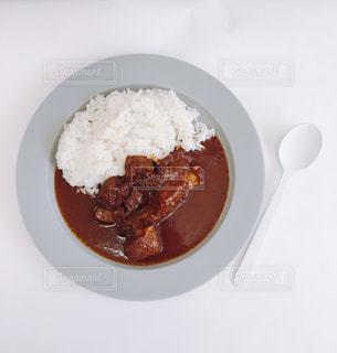 板の上に食べ物のボウルの写真・画像素材[750654]