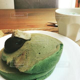 抹茶パンケーキのある昼下がりの写真・画像素材[800604]