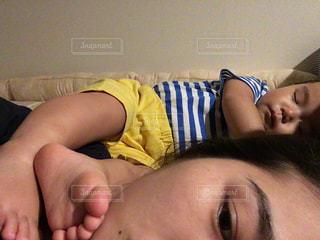 足,可愛い,2歳,寝相,ママと子供